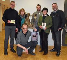 Foto: Ulla Baumgart; Severin Groebner umrahmt von Arno Helfrich, Annette Ganssmüller-Maluche, Andy Schätz, Luise Stangl und Bürgermeister Dr. A. Greulich.